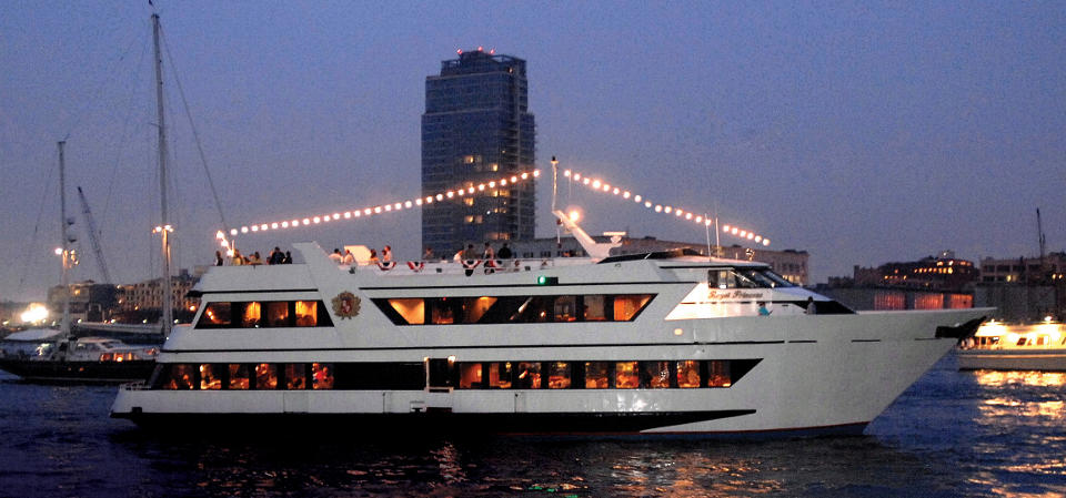 Royal princess luxury yacht charter ny boat charter for Royal motors houston tx